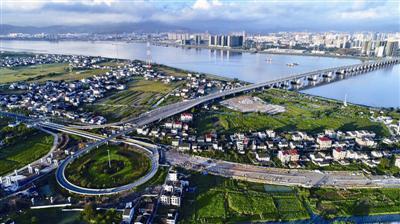 据悉,环岛自行车道将于10月份完工;环岛景观带将于12月份完工.