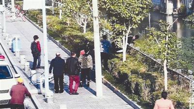 宁波男子跳河要自杀女子报警欲轻生 民警:珍惜生命