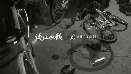 (自行车杂乱的摆放,已经有车锁被切割)