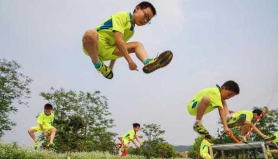 在全员普及的环境下,很多有跳绳天赋的学生不断被挖掘出来。