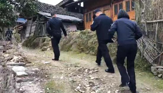 海盐民警赴贵州实地核实信息。海盐警方供图
