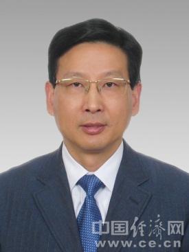 周伟江,男,汉族,1961年2月出生,浙江余姚人,中共党员,双硕士学位。