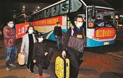 全国首趟接返在鄂员工大巴抵达绍兴(图)