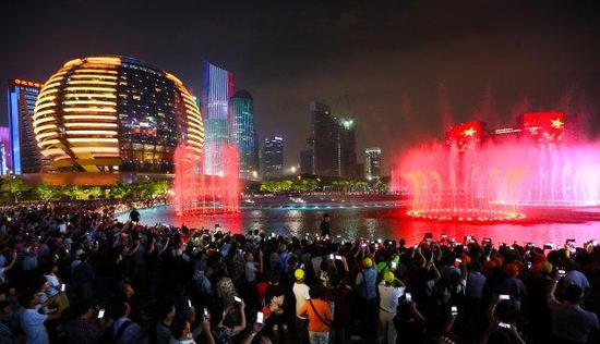 钱江新城音乐喷泉和灯光秀(资料图) 吴煌 摄