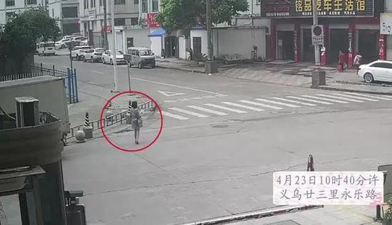 浙江义乌发生一起交通事故 倒车师傅承担全部责任