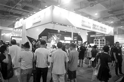 宁波·尼斯国际嘉年华展台前人流涌动