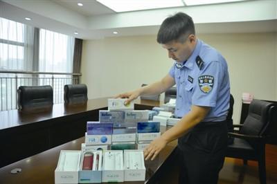 图为警方查获的电子烟。(警方供图)