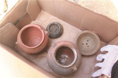 挖掘出来的陶罐 张海林 摄