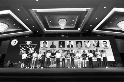 2018中国宁波青年大学生创业大赛颁奖现场。 记者 崔引 摄