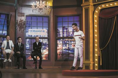 小吴参加浙江台钱江频道《虎哥脱口秀》,第一次登上综艺舞台。 本报资料照片