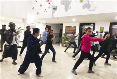 宁大留学生学习太极拳