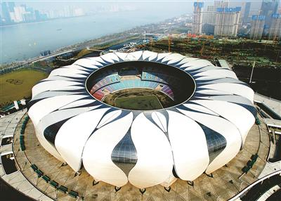 正在建设中的亚运主体育场馆。记者 郑承锋 摄