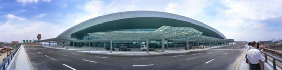 T2航站楼正立面。赵用 陈挣挣 摄