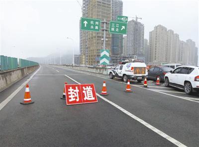 因车流量过大,瓯越大桥往高速温州北封道