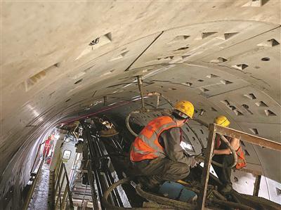 地铁隧道施工现场。
