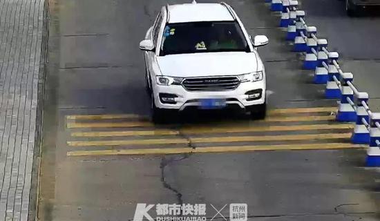 但是,林某刚刚驾车驶出包装厂的大门,他就开始后悔了:
