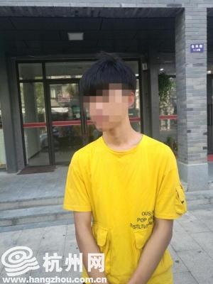 随后,民警将兰某(男,18岁,福建人)带到派出所进行调查。