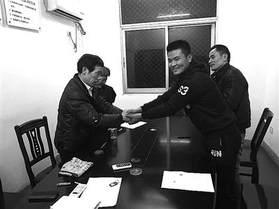 衢州干部协助老翁讨回车祸赔偿款 12年心病终痊愈