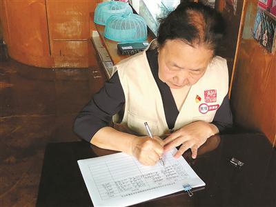 """杭州阿姨制作""""找茬日记""""火了 号召市民保护环境"""
