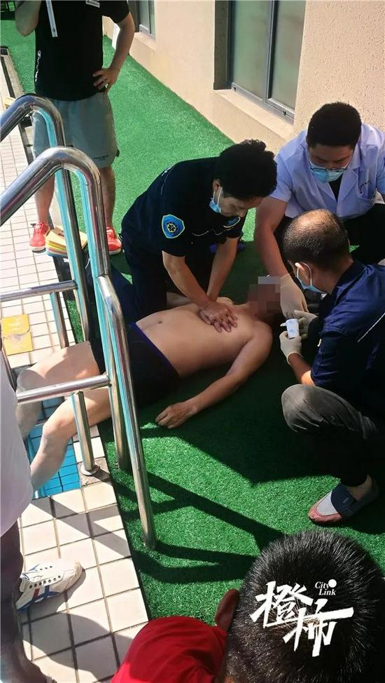 杭州七旬老伯在游泳池晕厥 目前已转入ECMO继续抢救