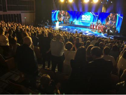 马云在特拉维夫大学演讲时,全场起立鼓掌