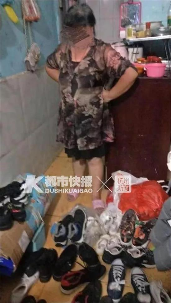 杭州52岁阿姨藏了别人的耐克阿迪 声称拿旧鞋不算偷