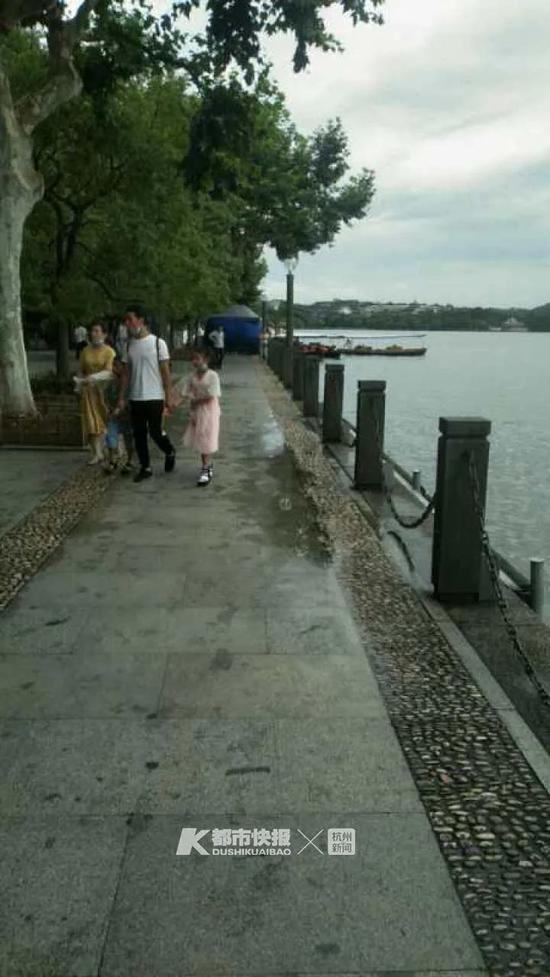 辟谣|西湖水没满出来桐庐一大桥也没有被洪水淹没