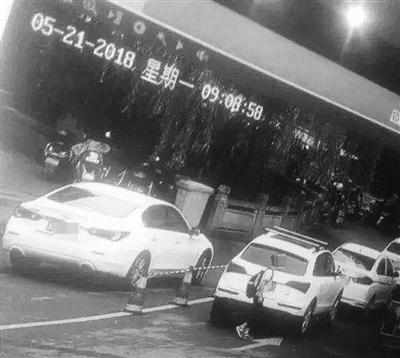 监控拍到了小徐在富阳市区的身影