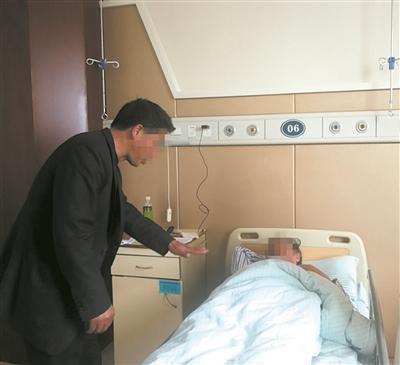 施工方派人到医院看望吴教授