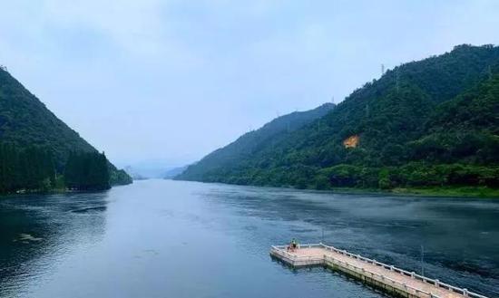 1、雾森设备,绿道沿线布置雾森设备,能让游客切身感受到新安江17℃的清凉。