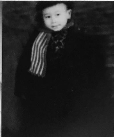 陈燮君1956年(4岁)摄于宁波中山公园。受访者供图