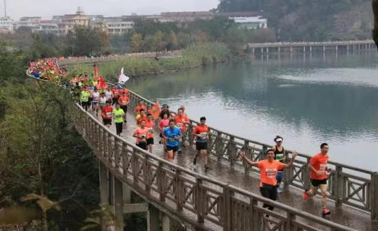 图为:2018神仙居绿道马拉松。浙江省仙居县委宣传部供图