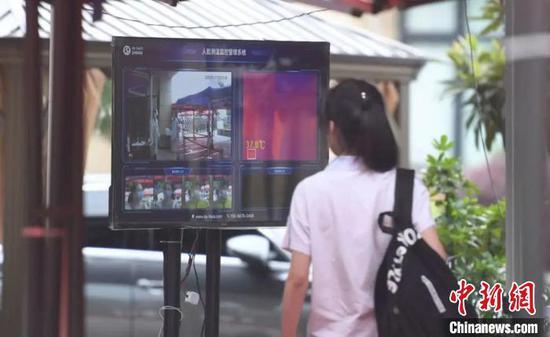 杭州高考房降温 疫情影响下家长不再盲目追求吉利