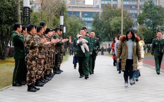 图为活动现场。武警绍兴支队供图