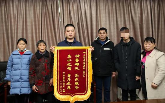 时隔17年 杭州富阳恩波广场失踪的男孩回家了