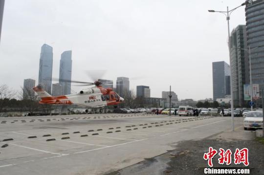 直升机 李沙楠 摄
