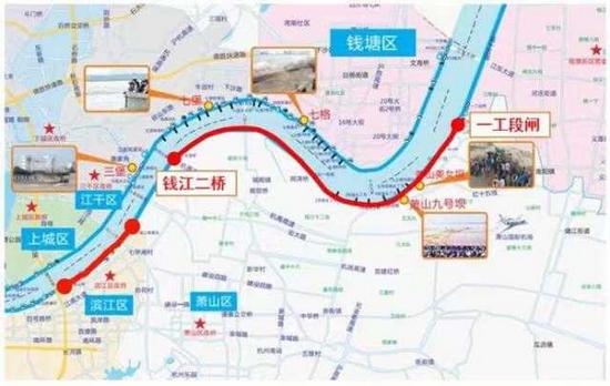 农历八月十五追潮游 杭州市民钱塘江观潮被冲倒