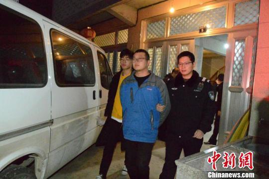 警方抓获的犯罪嫌疑人。台州公安供图