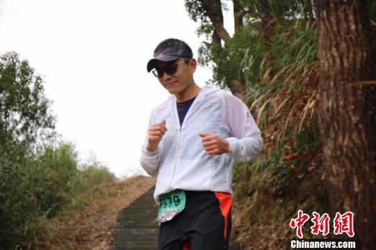 王煜晅酷爱健身跑步,准备用跑步来跨年 黄保平提供