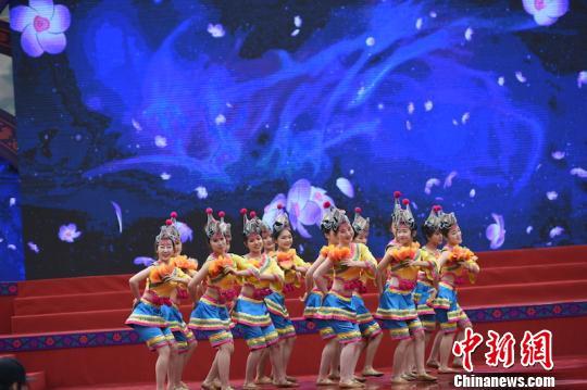 畲族歌舞 于兴勇 摄