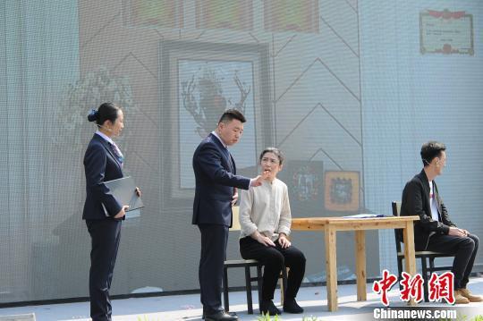 杭州殡仪馆开放日上,由该馆职工演绎的情景剧《告别》。 张茵 摄
