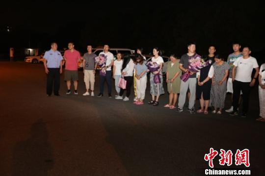 抓获犯罪嫌疑人13人 警方提供 摄