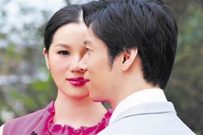 张文海(右)与太太杨桃(左)