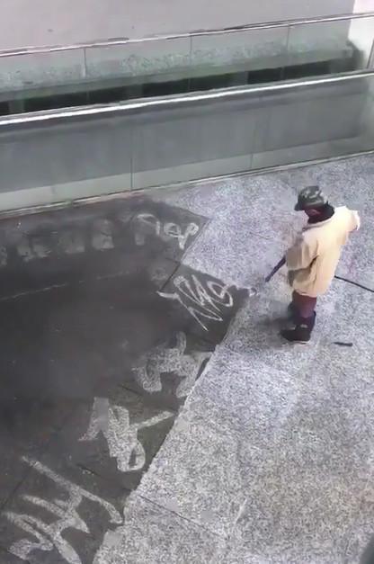 据说,这是中国美术学院的保洁师傅。