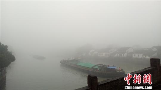 大雾下的浙江杭州 张煜欢 摄