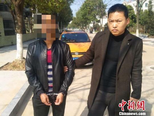 马某在逃26年后于浙江衢州落网。杭州铁路公安处 供图