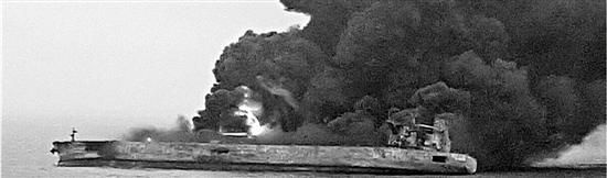 撞船事故现场,(图片由事发时施救的舟山渔船船长郑磊提供)