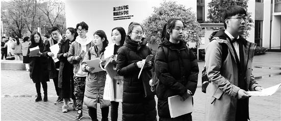 浙音考试现场,学生们在候场。