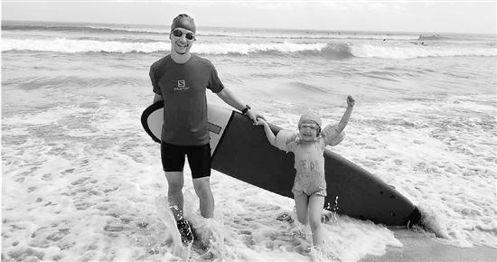 杭州潮爸带女儿各种玩 女儿7岁父女俩玩遍冲浪浮潜