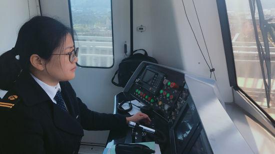 宁波90后地铁女驾驶员:大家过年我们开车是常态